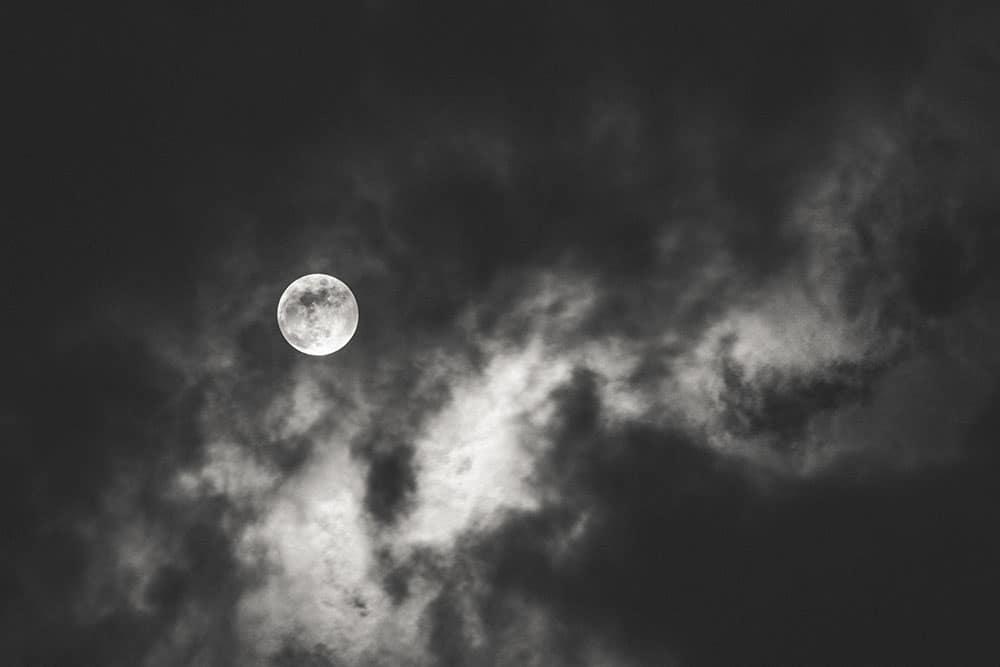 Legamenti d'amore in Luna calante